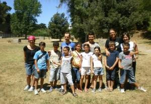 I bambini dei Giardini di Storie ed i ragazzi del Servizio Civile durante un'escursione